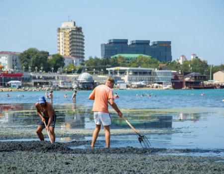 Уборка анапских пляжей проходит ежедневно